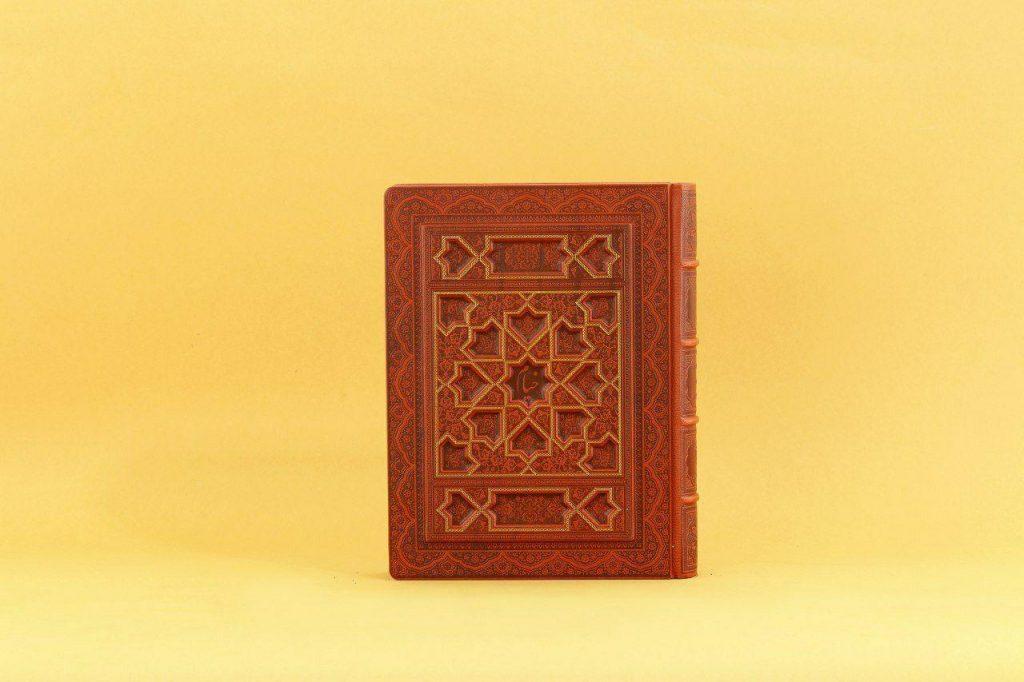 رباعیات خیام وزیری کاغذ معطر چهارزبانه جعبه دار لیزری طرح ستاره کد ۱۰۱۰۱۲